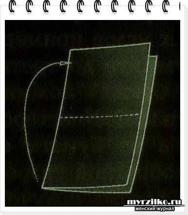 Сгибаем пополам квадратный листок бумаги.